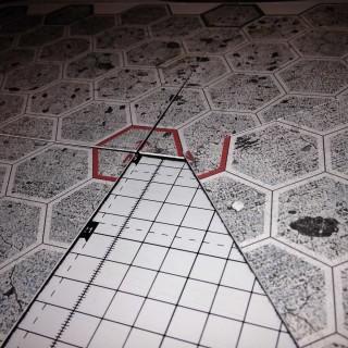 Zbliżenie na przekrój planszy do gry - spód wykleiłem samoprzylepnym filcem, dzięki czemu całość mniej się ślizgała po stole