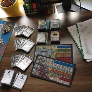 Różne rodzaje kart, w tym karty postaci